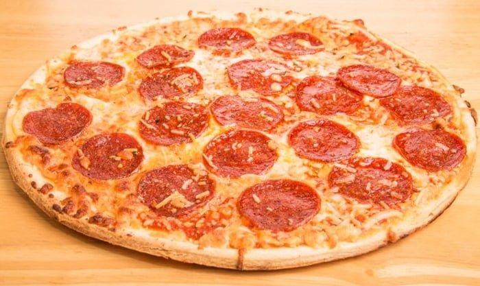Produção de pizza congelada