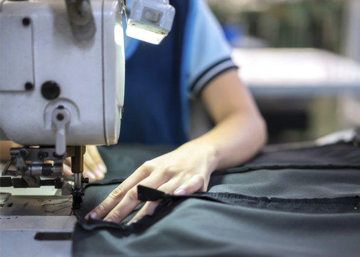 máquina de costura para trabalhar em casa
