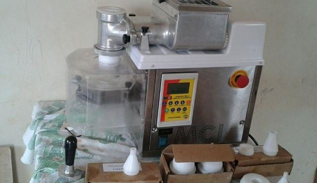 Detalhes da maquina para fazer coxinha de copo