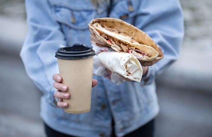 Vender café da manhã na rua