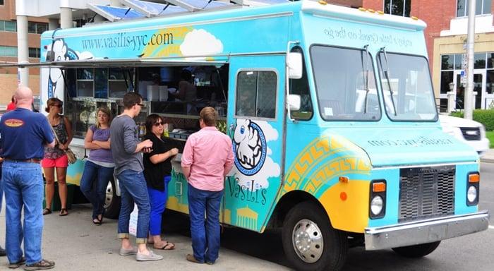 comida de rua com food truck