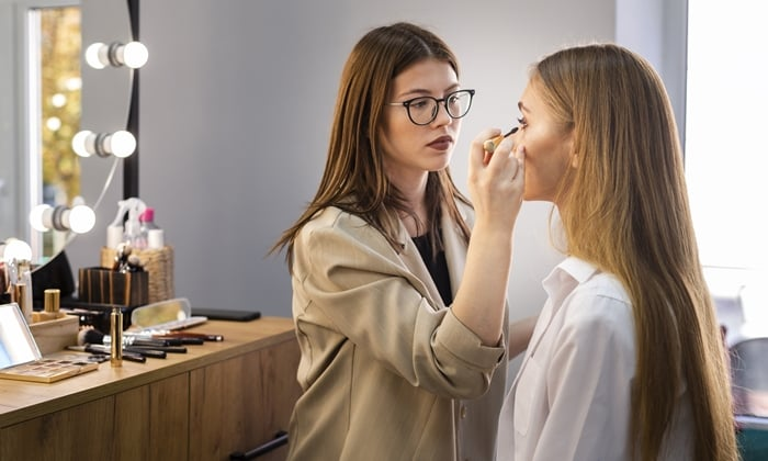 Dicas para abrir um ateliê de maquiagem profissional com pouco dinheiro