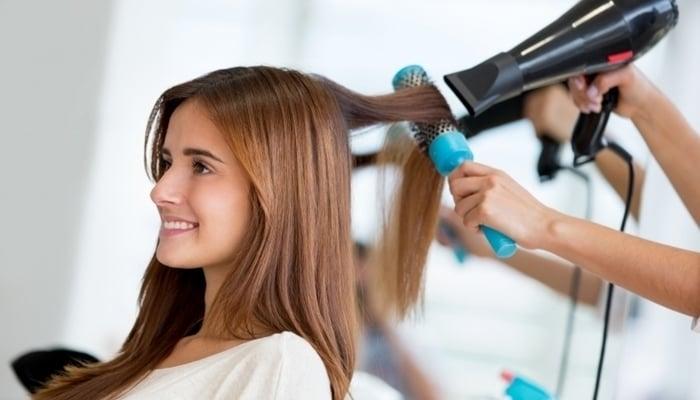 trabalhar como cabeleireira