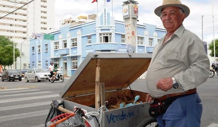 vendedor de doces na rua