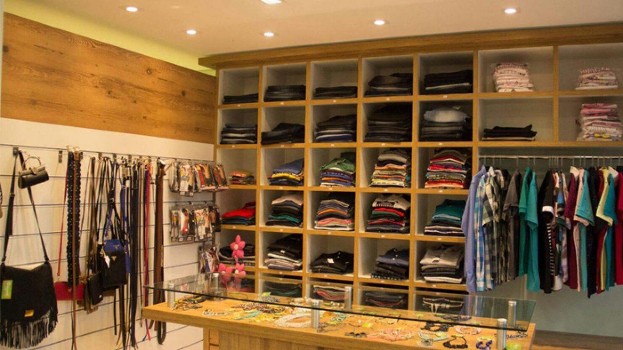 754358d6a Móveis para montar loja de roupas: O que precisa?