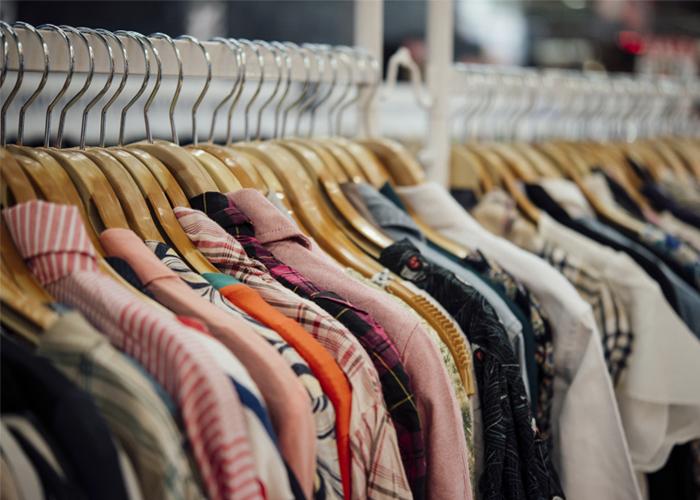 comprar roupas para revender dá dinheiro
