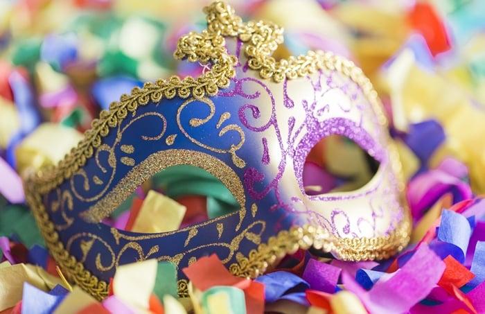 Vender fantasias no carnaval dá dinheiro