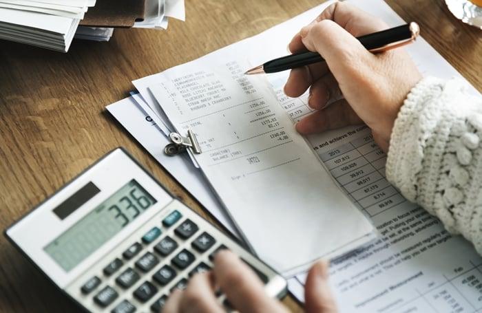 Despesas variáveis e fixas em uma empresa