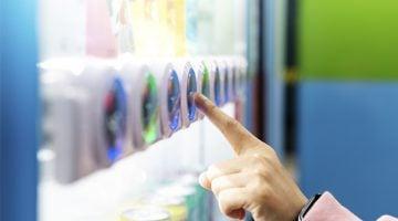 Máquinas de refrigerante e salgadinhos