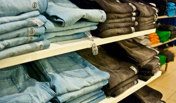 Como comprar roupas para revender