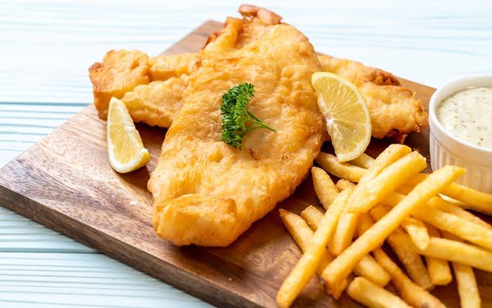 Peixe frito é uma opção de comida diferente para vender