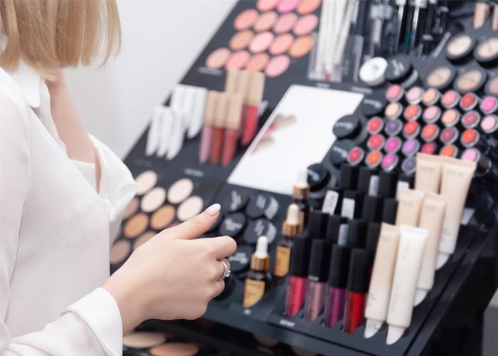 Como revender maquiagem por catálogo