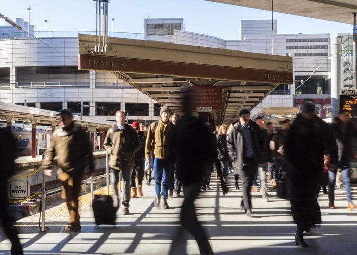 ponto comercial dentro de um terminal de ônibus